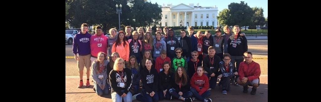 8th Graders Pictured in Front of the White House
