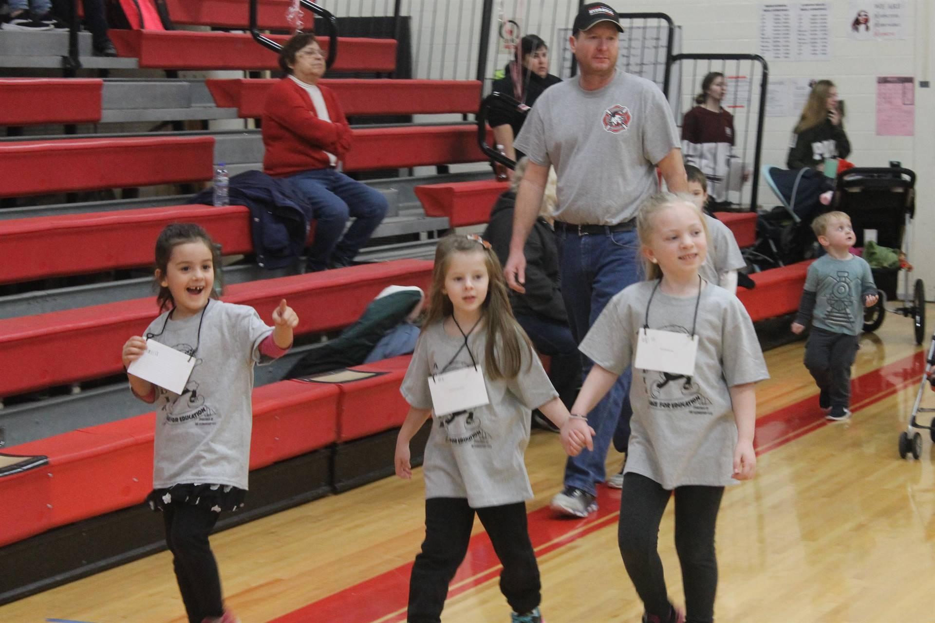 Kindergarten girls Race for Education